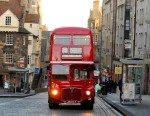 red-bus-on-royal-mile